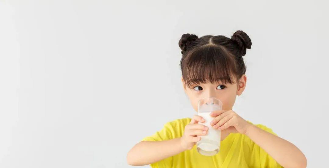 为了让孩子爱喝牛奶,伊利QQ星又放大招了